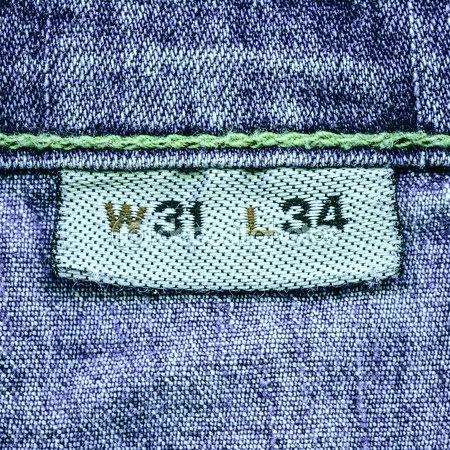 Вшивная этикетка с размером джинсов.